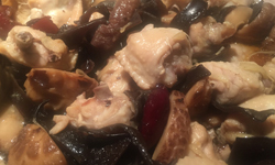 Steamed Chicken Wings with Wood Ear, Red Dates and Chinese Mushrooms 木耳冬菇紅棗蒸雞翅
